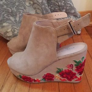 NWT Kenneth Cole wedge